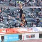 澤野大地が陸上日本選手権で5m51をクリアし2位。教え子の江島選手が優勝し笑顔