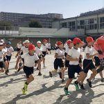 エリック・ワイナイナが都内小学校で走り方教室「忘れないで続けたら絶対強く」