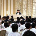 美濃加茂市からの修学旅行の中学生に杉本美香が講話。サプライズの合唱に感動